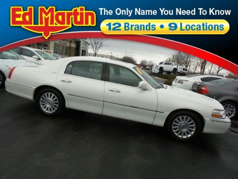 Pre-Owned 2003 Lincoln Town Car Signature RWD 4dr Car